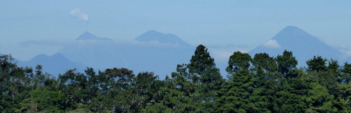 Een paar weken geleden stonden we nog op 1 van deze vulkanen in Guatemala. Tacuba