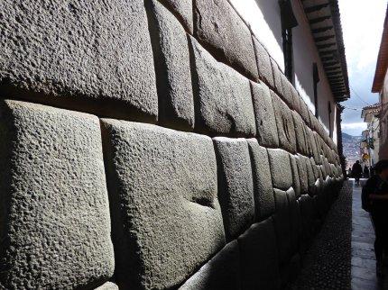Strak stenen vijlen konden de Inka's wel! Cusco