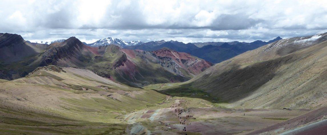 Het schitterende uitzicht vanaf Rainbow Mountain.