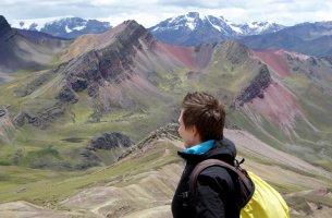 Elske geniet van het schilderachtige uitzicht. Rainbow Mountain