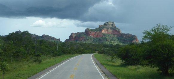 Mooie gekleurde rotsformaties onderweg naar Quijarro.