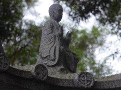 Leuk versierd tempeldakje Fukushu-en Garden. Naha