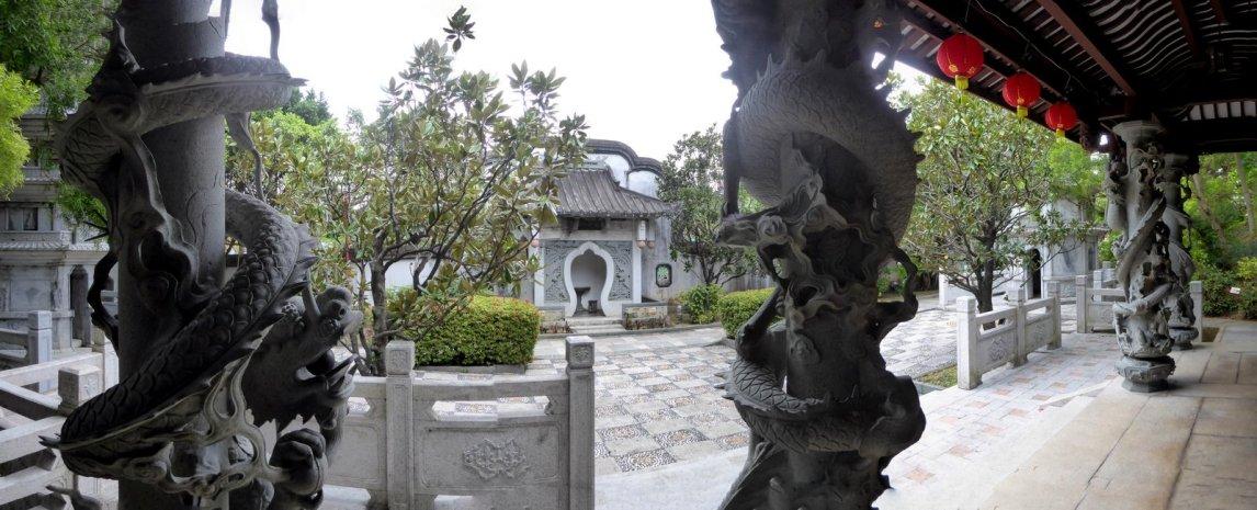 We wanen ons alvast in Chinese sferen. Fukushu-en Garden Naha