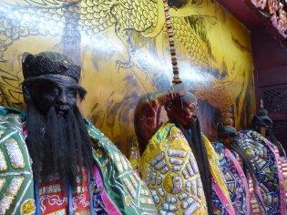 4 van de vélen goden en belangrijke mensen die aanbeden worden in de tempels. Tainan