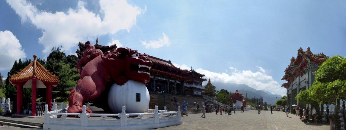 De grote guardians van de Wenwu tempel. Sun & Moon lake