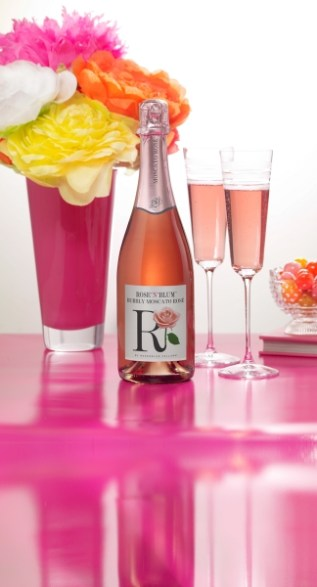 Rose N Blum Bubbly Moscato Rose Beauty Shot