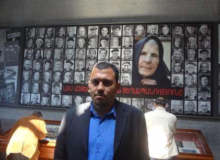 كاتب المقال داخل متحف الإبادة  في ياريفان