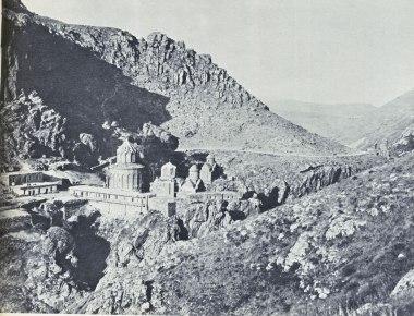 Խծկոնքի եկեղեթիներու խումբը, լուսանկարուած վերջին քանդումներէն առաջ