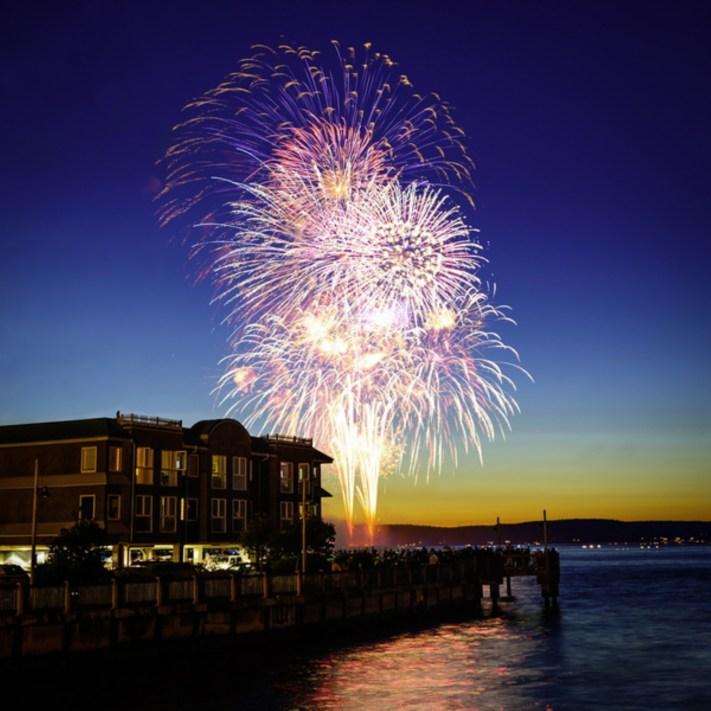 Tacoma Washington's 4th of July Display - Photographing Fireworks - 4th of July Fireworks Photography - Austin Fireworks Photography Workshop - 07