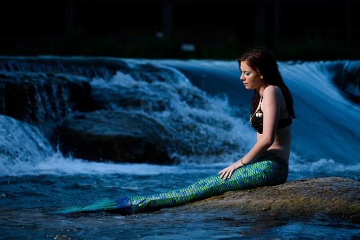 Underwater Mermaid Senior Photos - Creative Portraits - Austin Senior Portrait Photographers - Photography Vlog