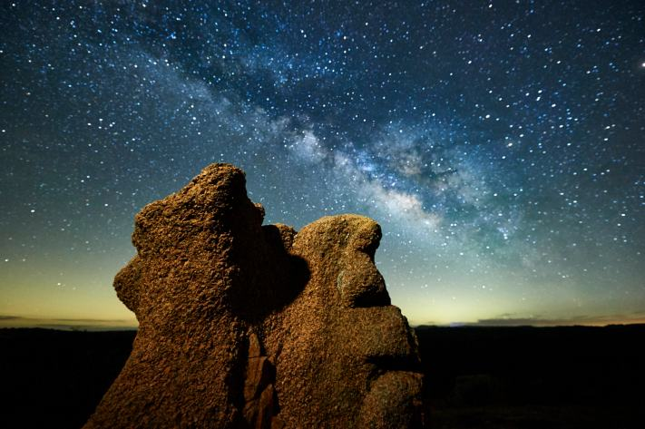 Picking a beginner milky way lens - Interesting rock formation under the milky way at Enchanted Rock.