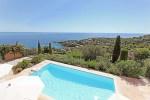 Villa Dolmens Ferienhaus in Les Issambres Côte d'Azur Südfrankreich-Blick von oben auf Pool,Garten und Meer