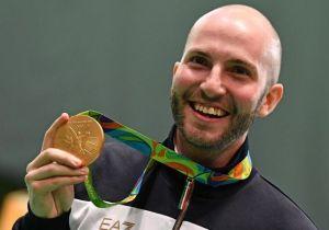Niccolò Campriani con la medaglia al collo (fonte foto: Famiglia Cristiana)
