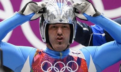 Armin Zoeggler si prepara alla discesa in una gara olimpica si Slittino