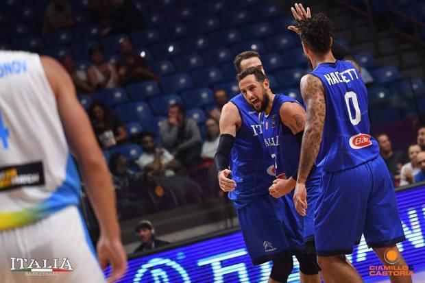Belinelli esulta dopo una tripla ad Eurobasket 2017 contro l'Ucraina