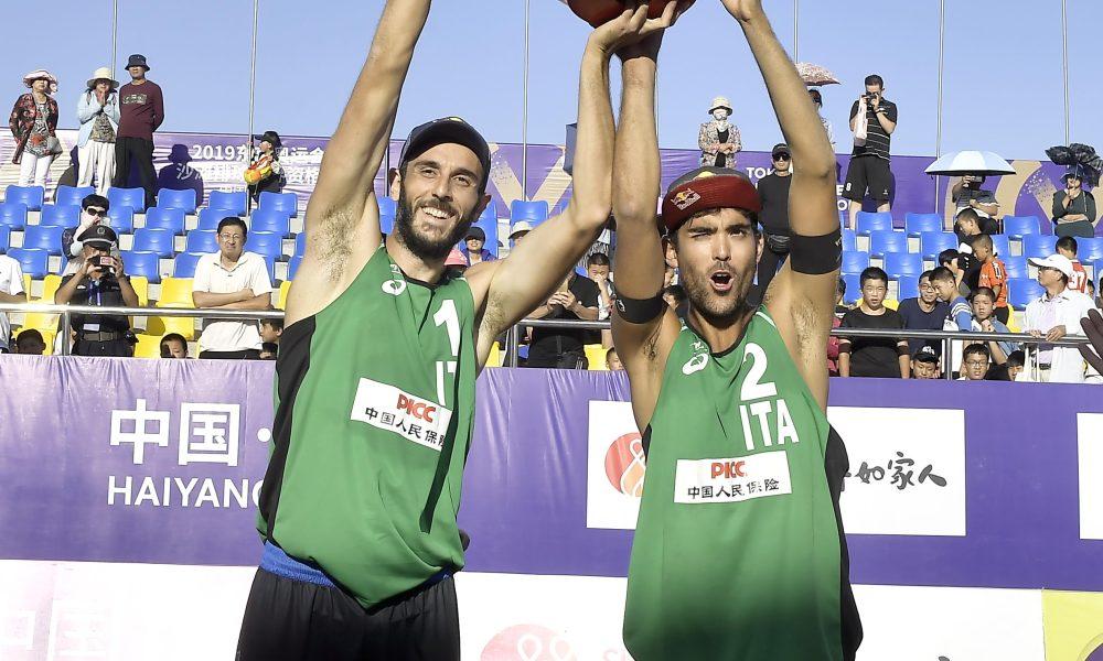 Daniele Lupo & Paolo Nicolai alzano il trofeo per la vittoria del preolimpico in Cina