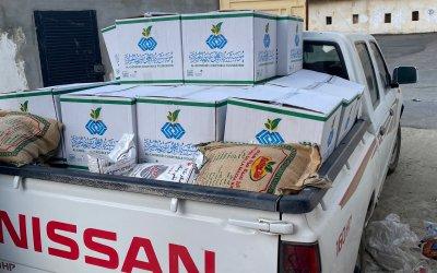 """توزيع """"٣٠٠ سلة رمضانية """" و """"٣٠٠ كرتون تمر فاخر"""""""