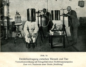 1920 Experiment : Karl Krall (on the right) tried to detect the thinking radiation he assumed to flow between the dog and the human. (source: http://www.weirdexperiments.com)