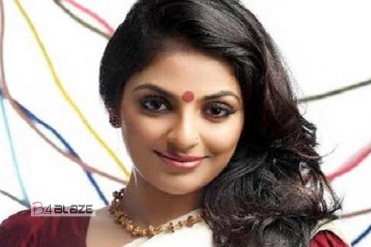 Malayalam Actress Mythili with makeup