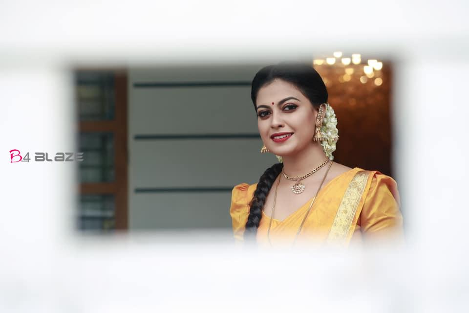 Anusree-shines-in-her-traditional-photoshoot-in-half-saree-1