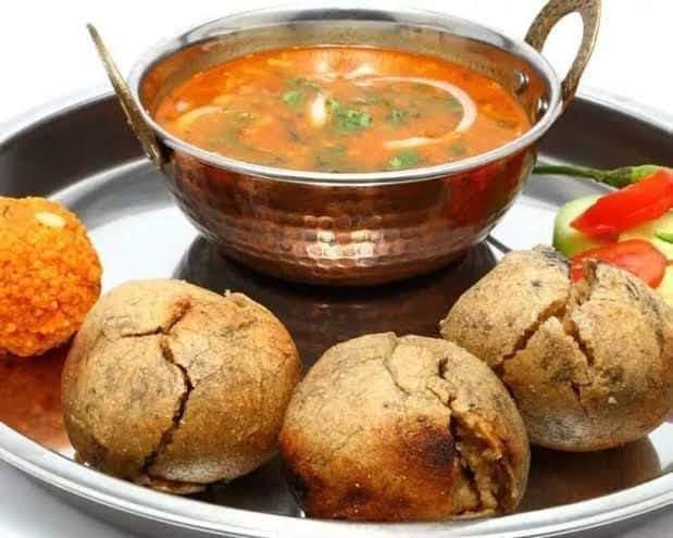 दाल बाटी चूरमा Daal baati Rajasthan speciality