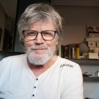 """""""El teatro es un proyecto en construcción"""". Entrevista con Eloy Arenas"""