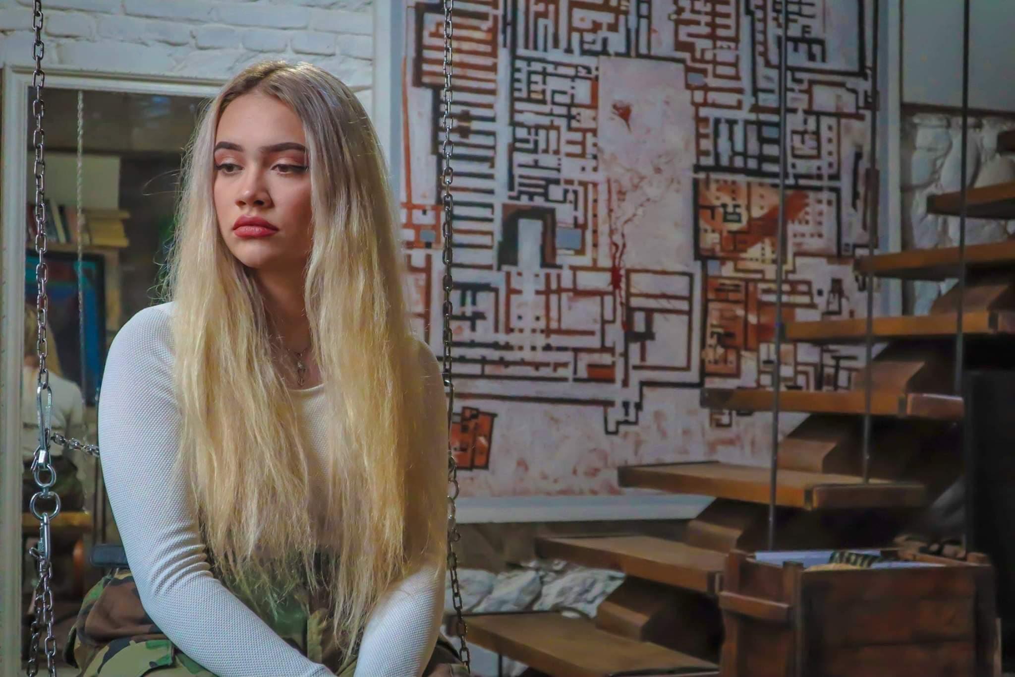 Ѕвездата е родена: Битолчанката Ана Марија Поповска со нејзината прва обработка од Lady Gaga