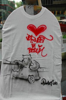 verliebt in berlin. Live Street Art Airbrushing für SEAT © SONY Center Potsdamer Platz, 2012