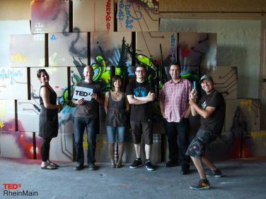 TEDx Team vor Bühnenblöcke 2012