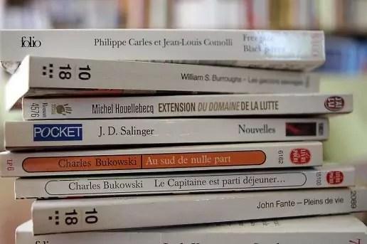 une bibliotheque de 50 livres de poche