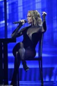 Twitter users accuse J'lo of stealing Beyonce's 2014 performance at the AMAs