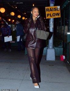 Rihanna stuns for mum's birthday in Manhattan