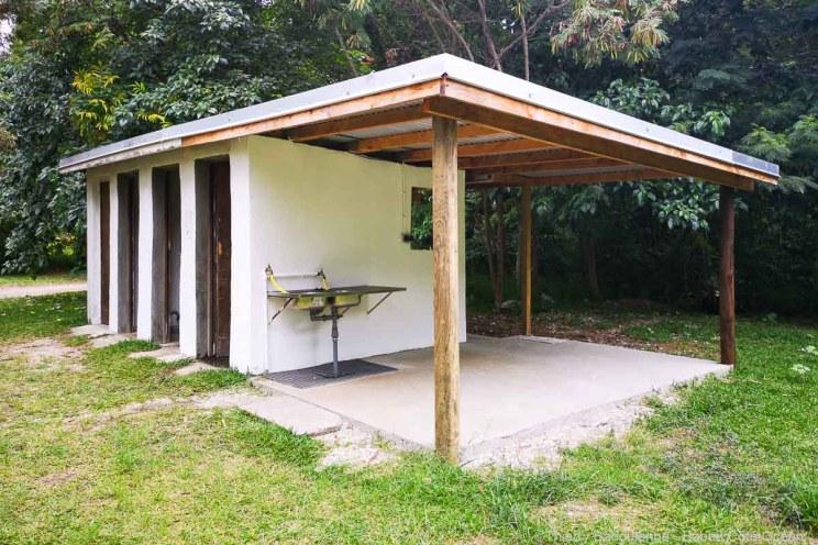Bloc sanitaire du camping Babou Côté Océan à Hienghène - Nouvelle Calédonie