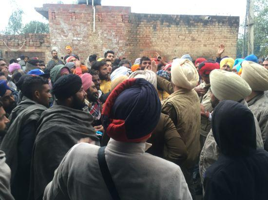 SAD: Villagers detain SGPC member during campaign, release 4 hours after apology