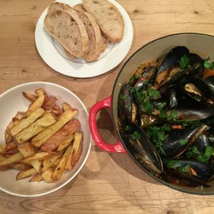 Moules Frites (mussels with chips)