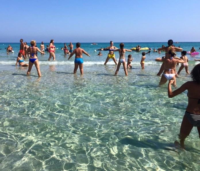 Puglia: vacanza in gravidanza tra comfort e bellezza - ginnastica dolce in acqua
