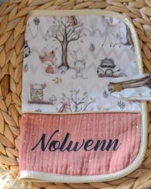 protege-carnet-de-sante-bébé-cadeau-original-fait-main-artisanal
