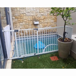 Dreambaby-gate-with-63cm-extension