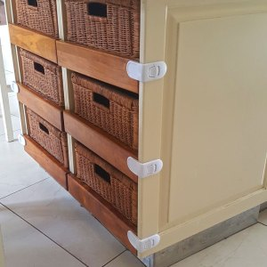 baby-safety-corner-latches-for-drawers