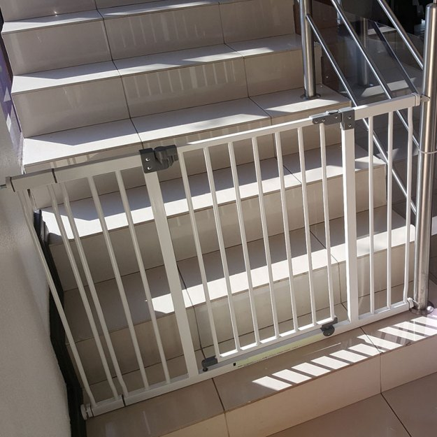 dreambaby-xtra-wide-hallway-gate-with-9cm-extension