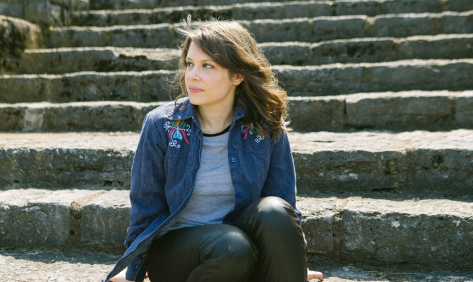 "PopMatters premieres new single ""Dive Bar Sweetheart"" from Becky Warren's forthcoming LP War Surplus"