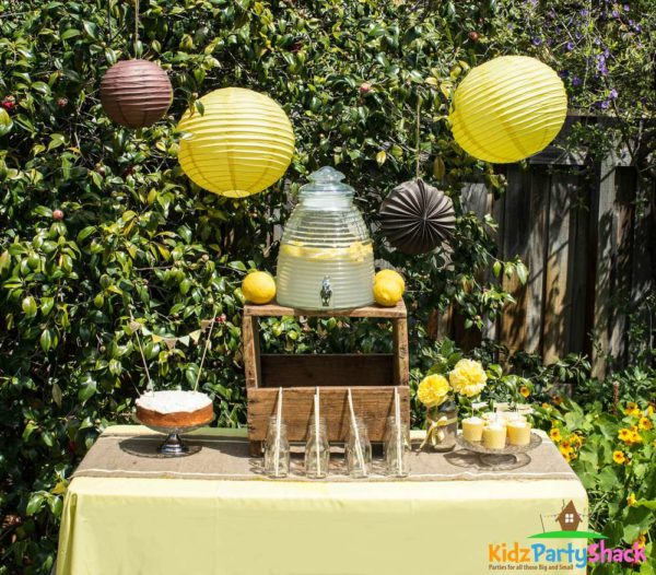 Outdoor Bee Decorations