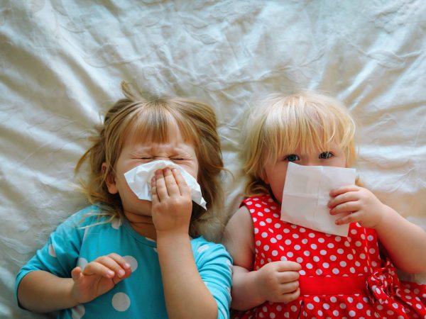 Husten kann bei Babys in drei verschiedenen Stufen auftreten: akut, subakut und chronisch. (Bildquelle: 123rf.com / Nadezhda Prokudina)