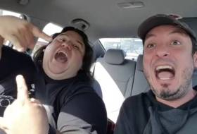 Chepe y Charlie de Malos Hábitos andan viendo a Guns N Roses, estos son los videos