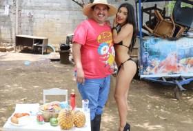 Agapito Diaz logra ponerle bikini a Anabella Galeano y a Yunita Rocha