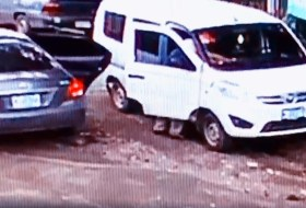 ¿Han visto este Yaris azul? Es que anda robando por toda Managua #video
