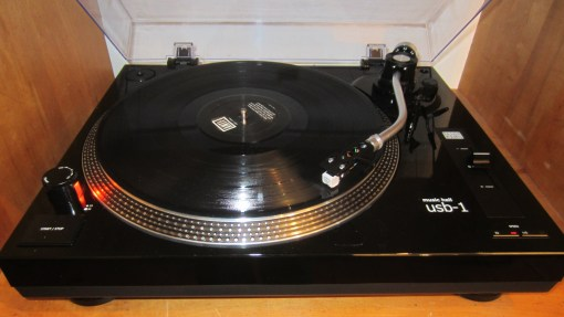 music-hall-usb-1-turntable-1