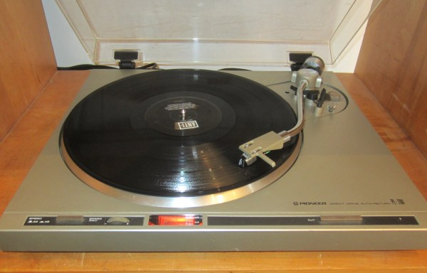 -SOLD- Pioneer PL-200 Turntable