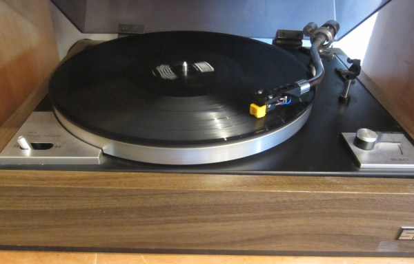 SEI ST-300 Turntable