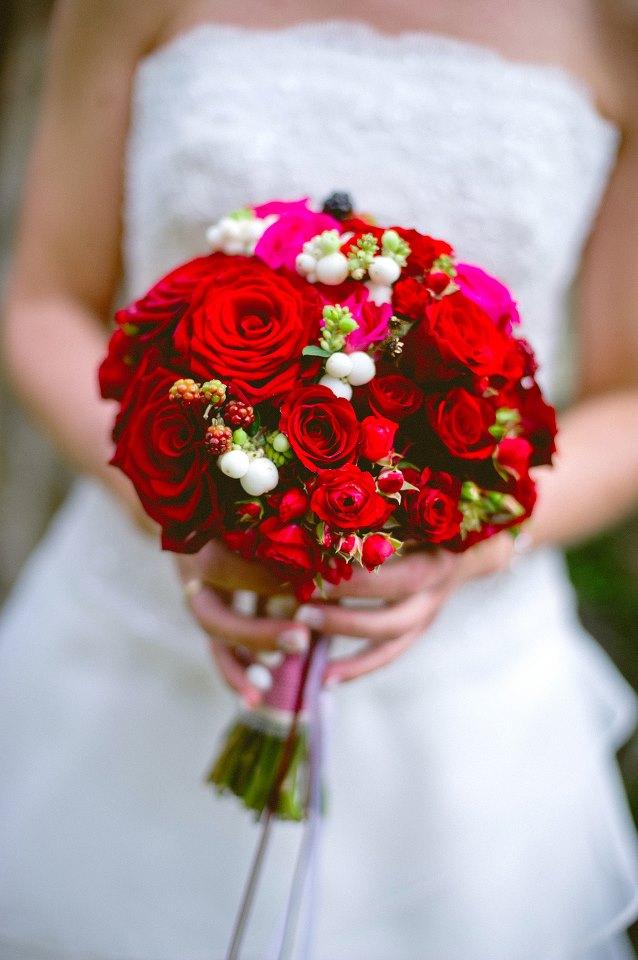 hochzeit mit roten rosen eine blume erlebt ein revival backlinse. Black Bedroom Furniture Sets. Home Design Ideas